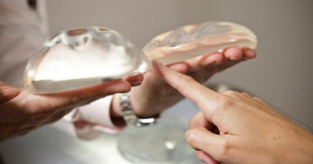Saline Versus Silicone Breast Implants